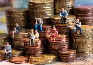 Заемщики отдают кредиторам 35% от дохода